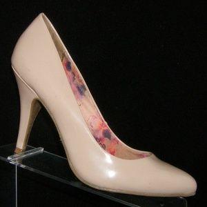 Fergalicious 'Symphony' beige pump heels 9.5M